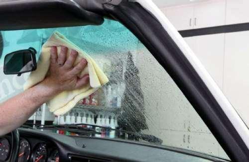 علل اصلی ایجاد لایه چربی و کثیفی بر روی شیشه خودروها