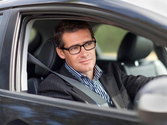 چرا برخی کشورها از سیستم رانندگی فرمان راست استفاده میکنند؟