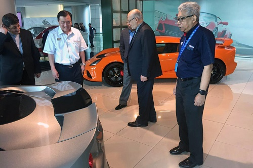 وزیر صنعت به خودروسازی پروتون مالزی رفت