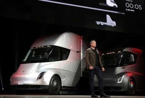 تسلا برای اولین بار کامیونهای الکتریکی تولید میکند
