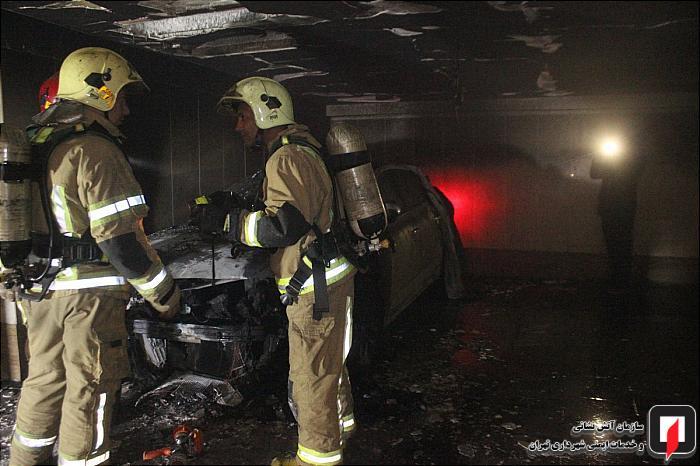 رنو تلیسمان در پارکینگ مجمتع مسکونی در آتش سوخت