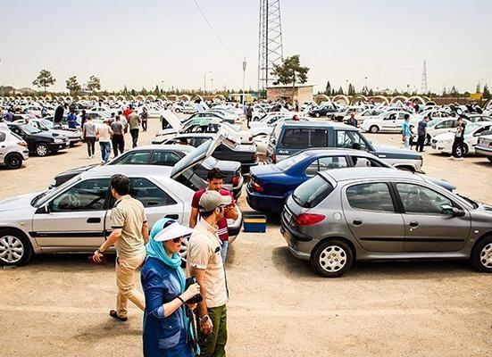 رئیس اتحادیه نمایشگاه داران اتومبیل : بازار خودرو در سال 96، یک تراژدی بود