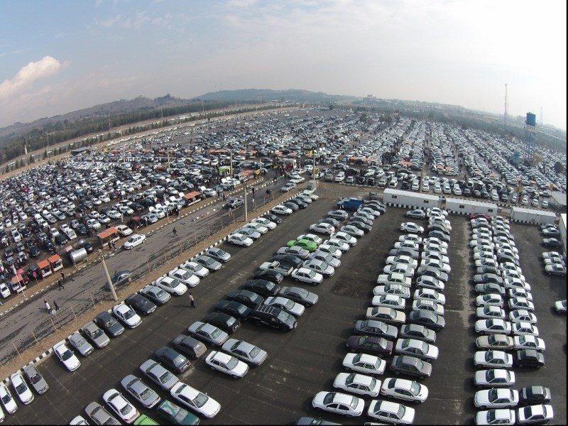احتمال احتکار خودرو از سوی خودروسازان خیلی کم می باشد