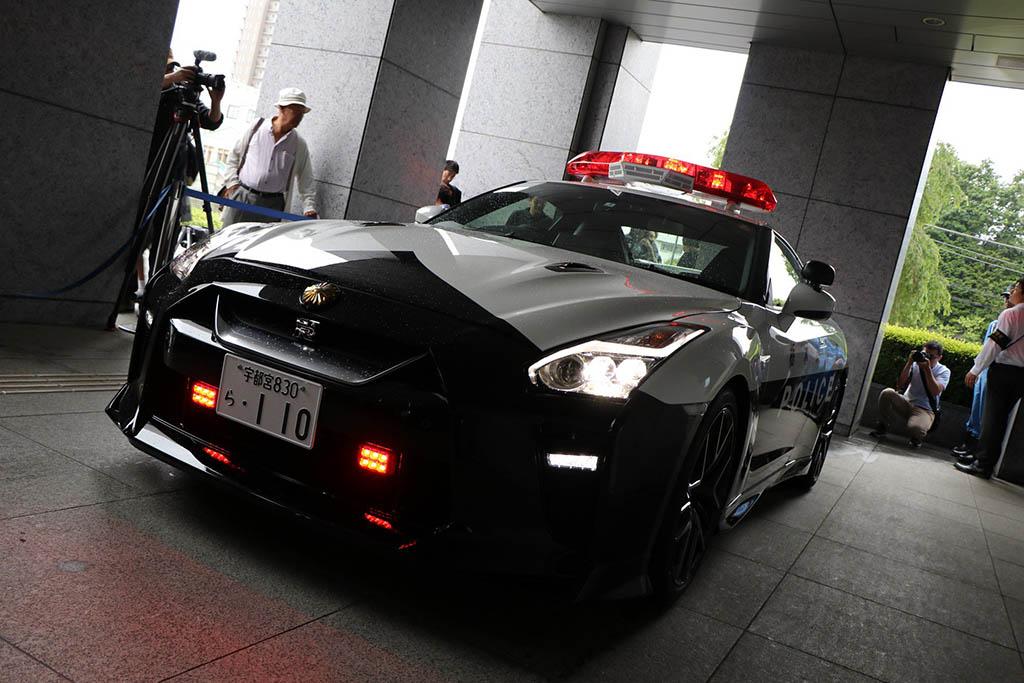 ورود نیسان GT-R به اداره پلیس ژاپن