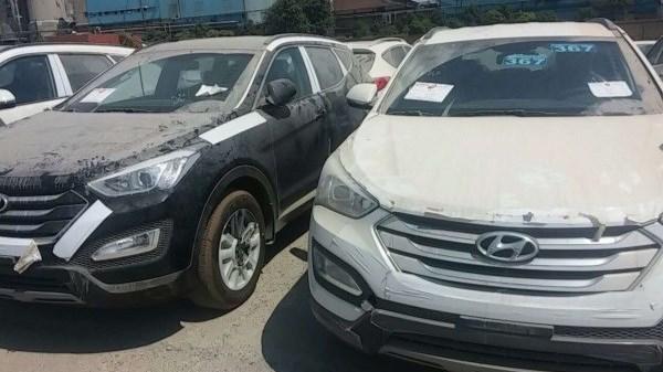 با عرضه محصولات انبار شده قیمت خودروهای وارداتی کاهش می یابد