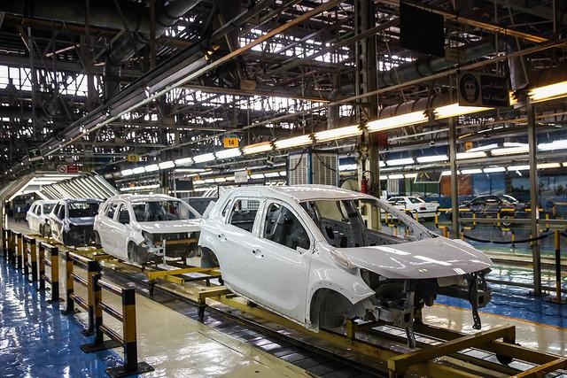 توقف تولید 50 هزار دستگاه خودروی ناقص در کارخانههای ایران