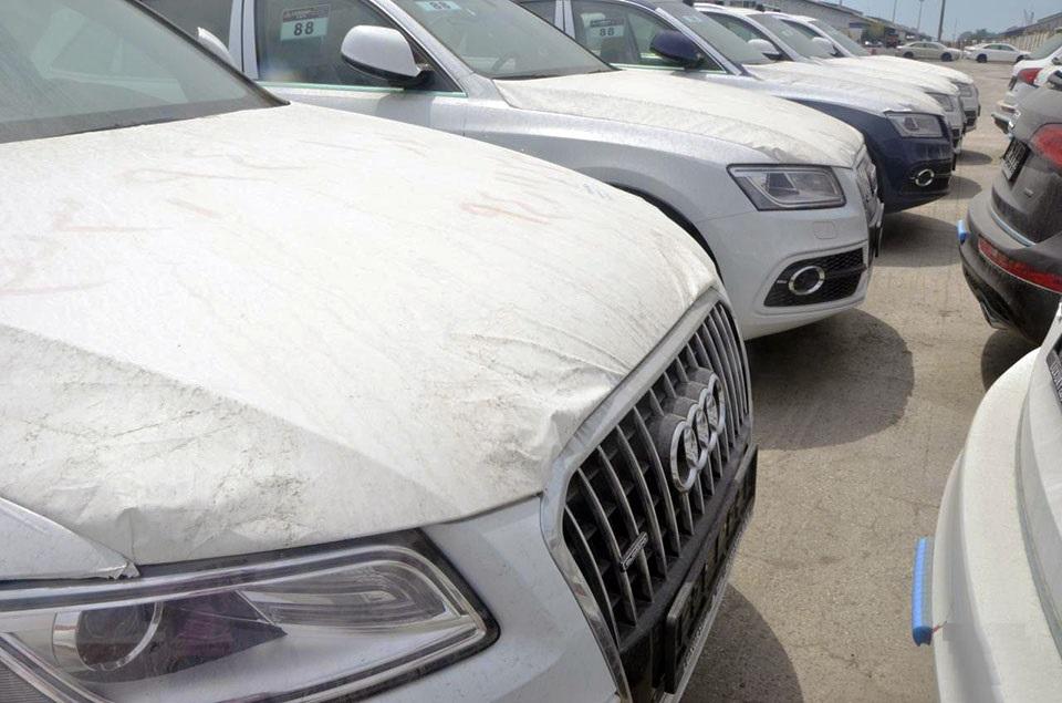 با عرضه خودروهای وارداتی احتکار شده به بازار کردند قیمتها کاهش یافت