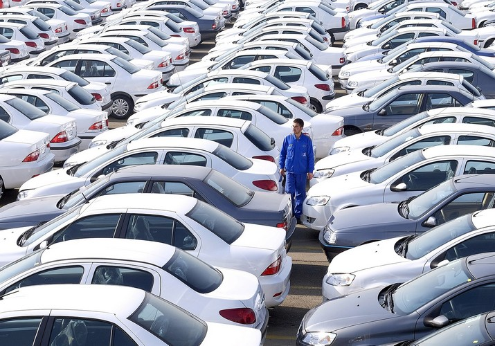 با عدم عرضه ، خودروسازان بازار را تشنه نگه میدارند تا قیمتها را افزایش دهند