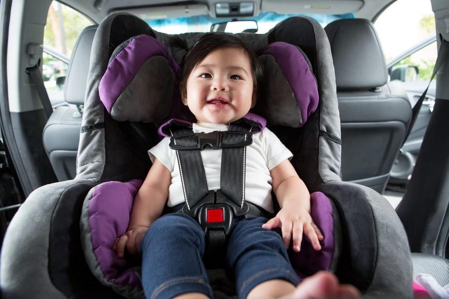 استفاده از صندلی کودک در خودرو اجباری می شود؟