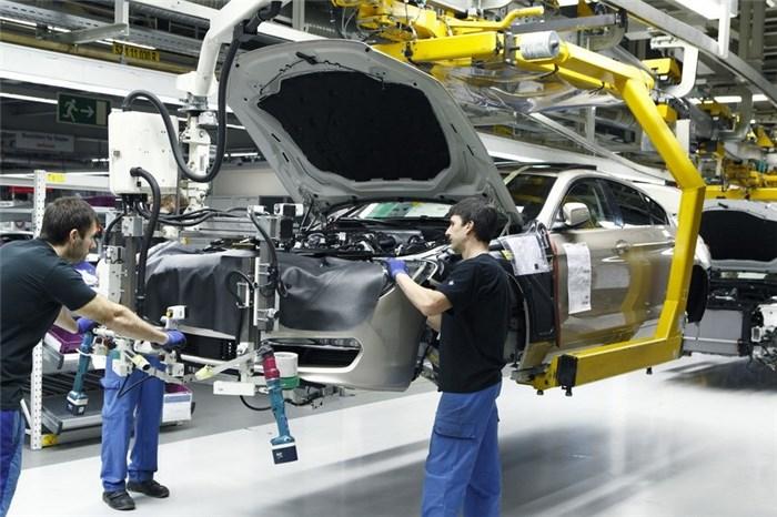 تشکیل کمیته مقابله با بحران در صنعت خودرو در کشور