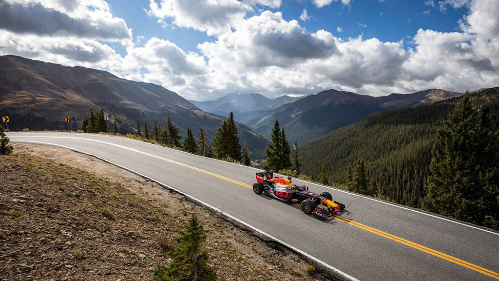 حضور خودروهای فرمول 1 ردبول در ساحل، جادهها و کوهها!